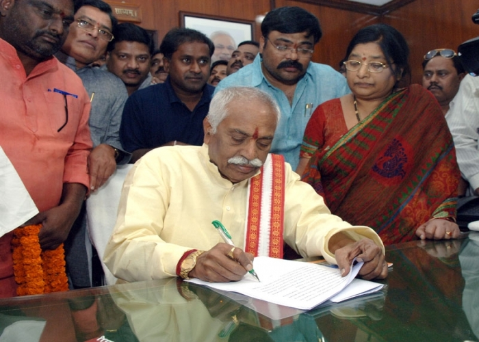 Shri Bandaru Dattatreya taking charge as the Minister of State (Independent Charge) for Labour and Employment, in New Delhi on November 10, 2014.
